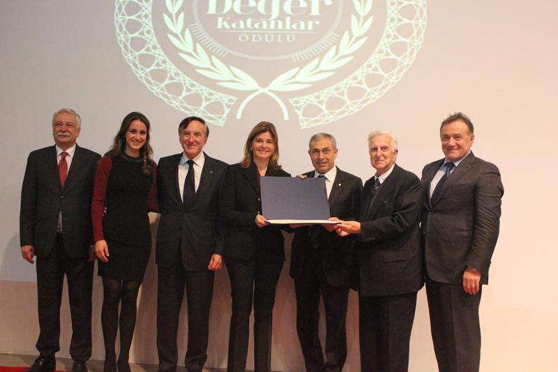 https://content.bau.edu.tr/2. Geleneksel Türkiye'ye Değer Katanlar Ödülü - Oya Eczacıbaşı