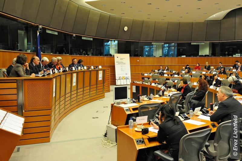 Enver Yücel Avrupa Parlamentosu'na Seslendi